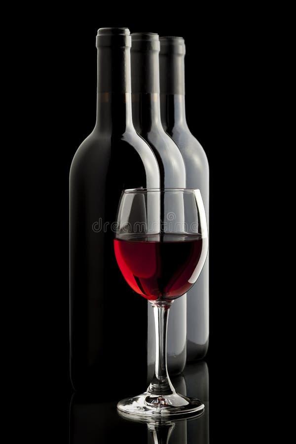 elegant glass rött vin för flaska arkivfoto