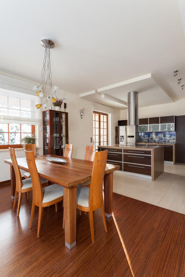 Elegant huis - eetkamer stock afbeeldingen