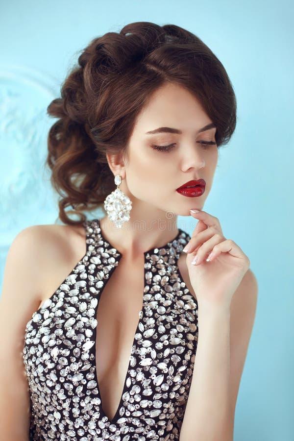 elegant lady Dana den härliga flickamodellen med röd kantmakeup, fotografering för bildbyråer