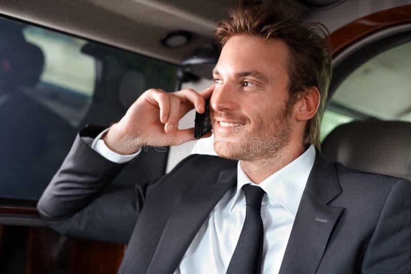 Elegant man i lyxig bil royaltyfri bild