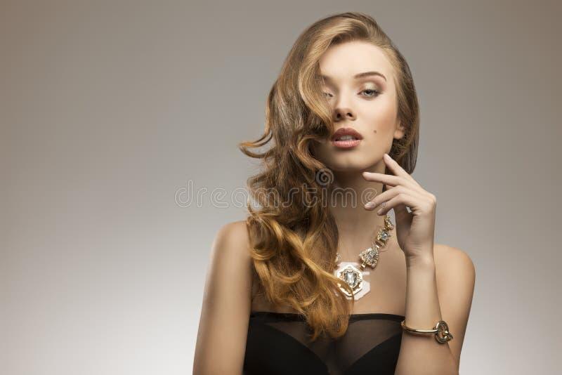 Elegant maniermeisje royalty-vrije stock fotografie