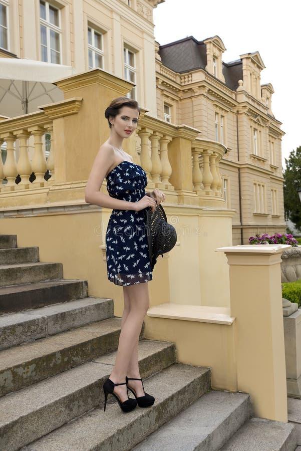 Elegant meisje op oude trap stock foto's