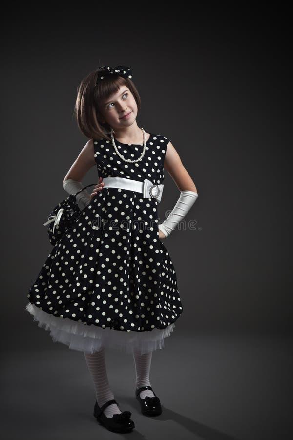 Elegant ouderwets gekleed meisje stock foto