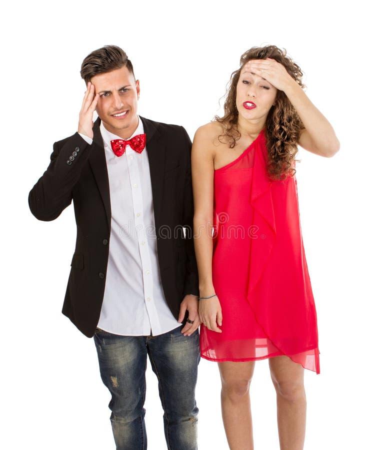 Elegant paar in witte hoofdpijn als achtergrond royalty-vrije stock afbeeldingen