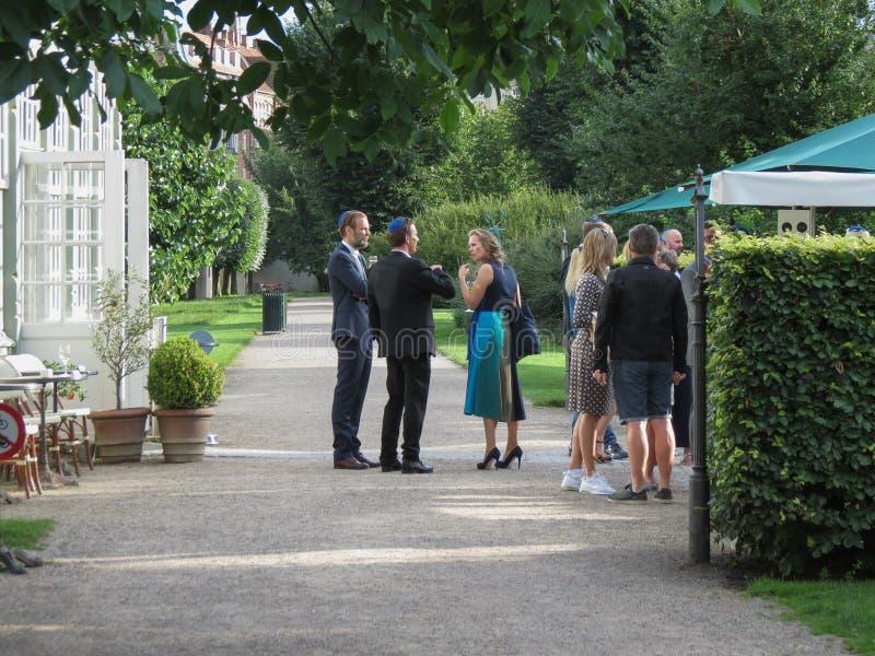 Elegant parti i den trädgårds- Köpenhamnen arkivfoto