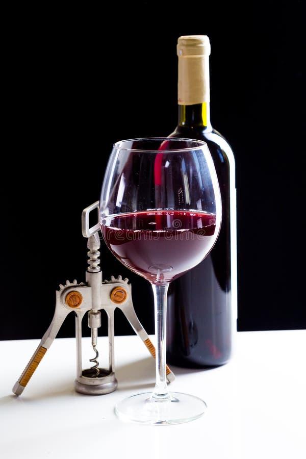 Elegant rode wijnglas stock afbeeldingen