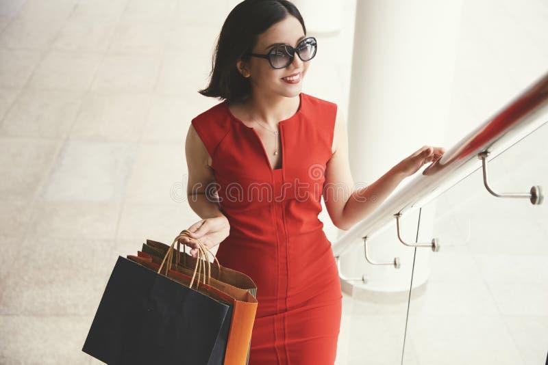 elegant shoppingkvinna arkivfoton
