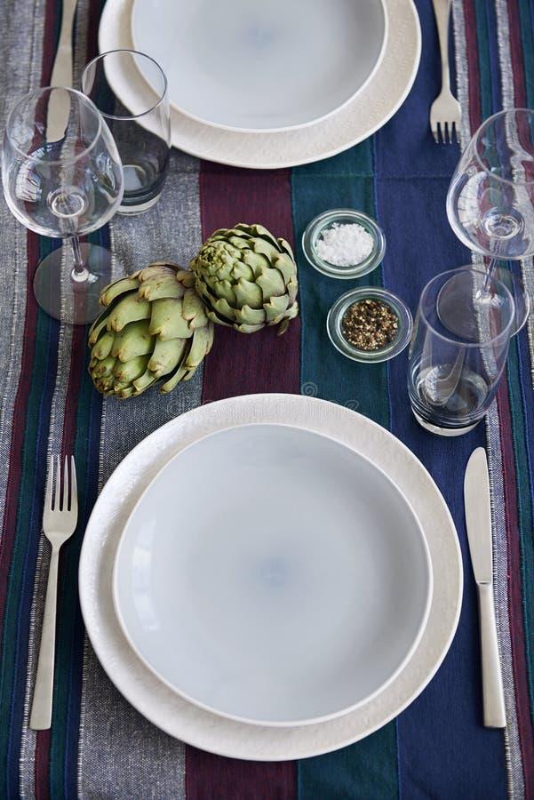 elegant tabell för ställeinställning royaltyfria bilder