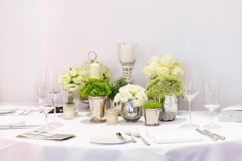 Elegant Table Set In Green And White For Wedding Or Event Party ...