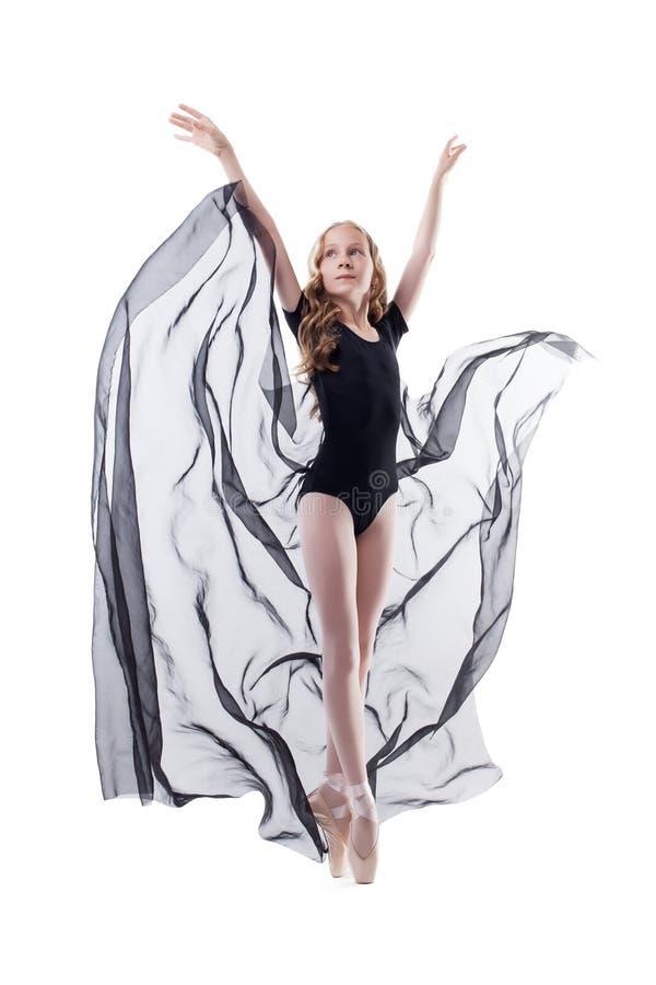 Elegant ung ballerinadans med torkduken royaltyfria bilder
