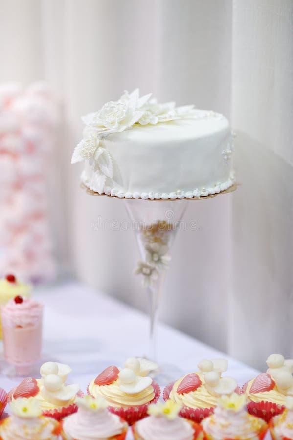 Elegant wedding cake royalty free stock photography