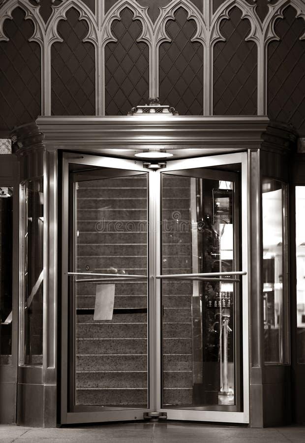 Eleganta ingångsdörrar fotografering för bildbyråer