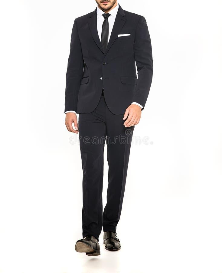 Eleganta män passar med smokingen och vitskjortan arkivbilder