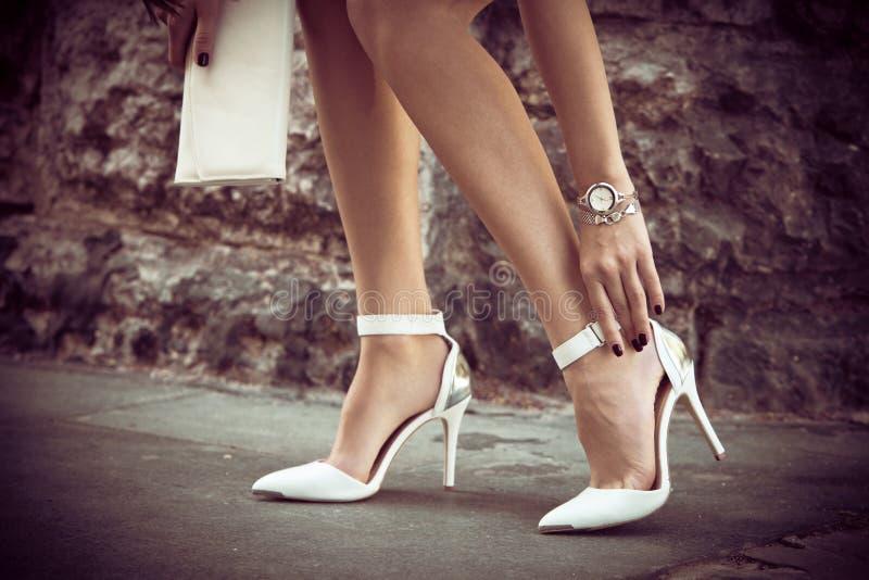 Eleganta skor för hög häl royaltyfri bild