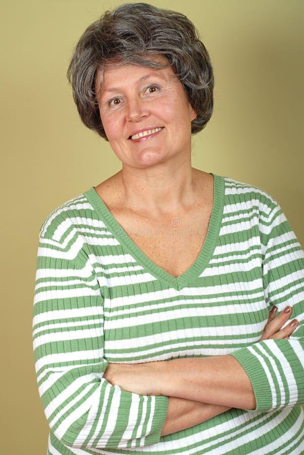 Elegante ältere Frau lizenzfreie stockfotografie