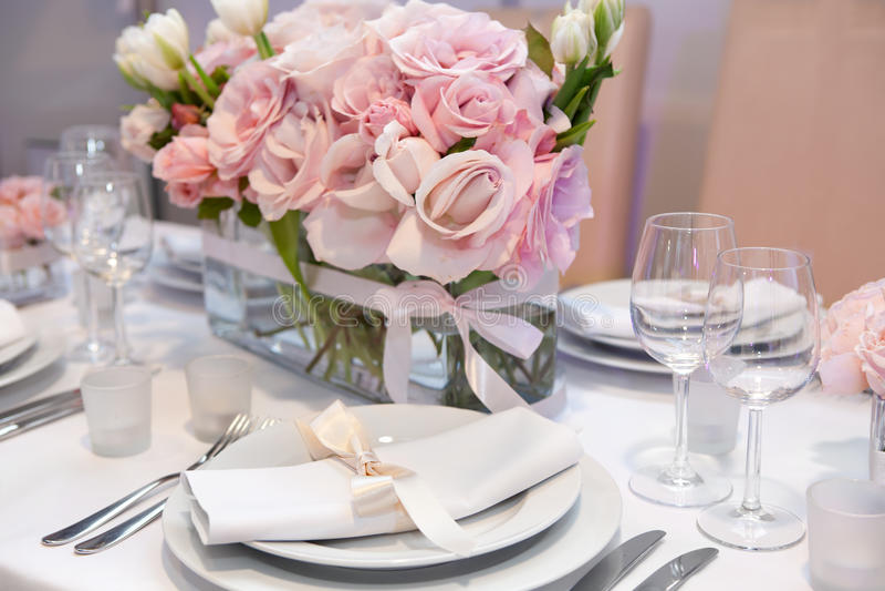 Elegante Abendesseneinstellung lizenzfreies stockbild