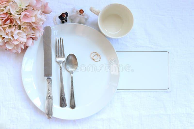 Elegante Abendesseneinstellung des Hochzeitsfests lizenzfreie stockfotos
