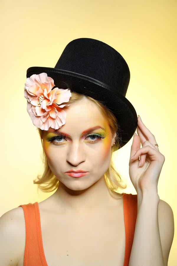 Elegante Art und Weisefrau mit kreativer Augenverfassung stockbilder