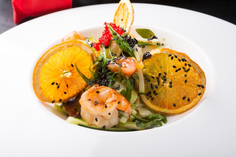 Elegante Aziatische zeevruchtensalade royalty-vrije stock foto