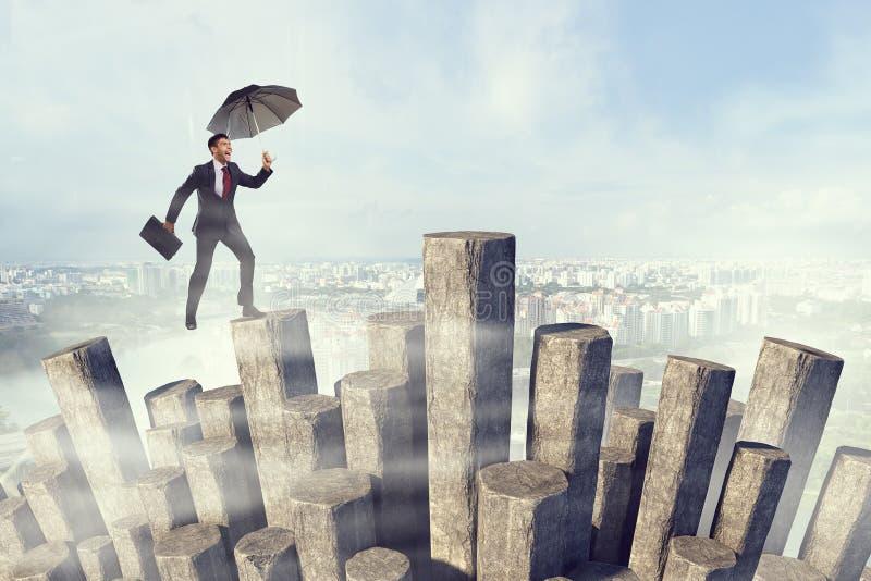 Elegante bankier met paraplu Gemengde media royalty-vrije stock fotografie