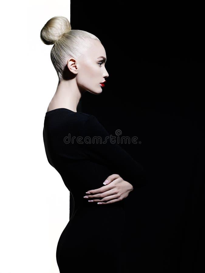 Elegante blode op geometrische zwart-witte achtergrond royalty-vrije stock foto's