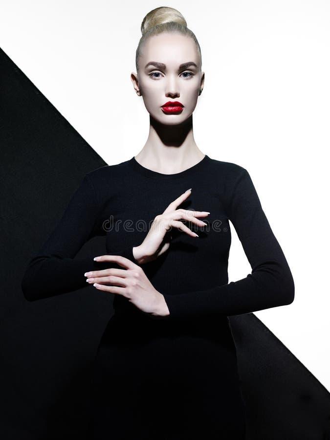 Elegante blode op geometrische zwart-witte achtergrond royalty-vrije stock foto