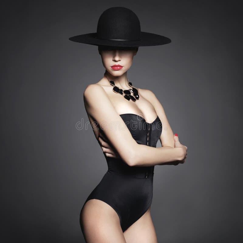 Elegante dame in hoed royalty-vrije stock fotografie