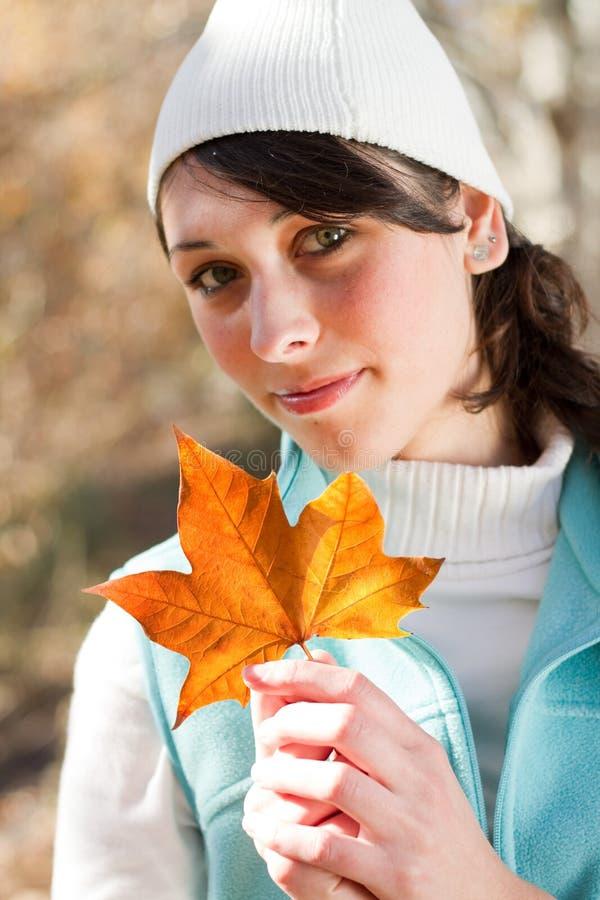 Elegante de herfstvrouw royalty-vrije stock foto
