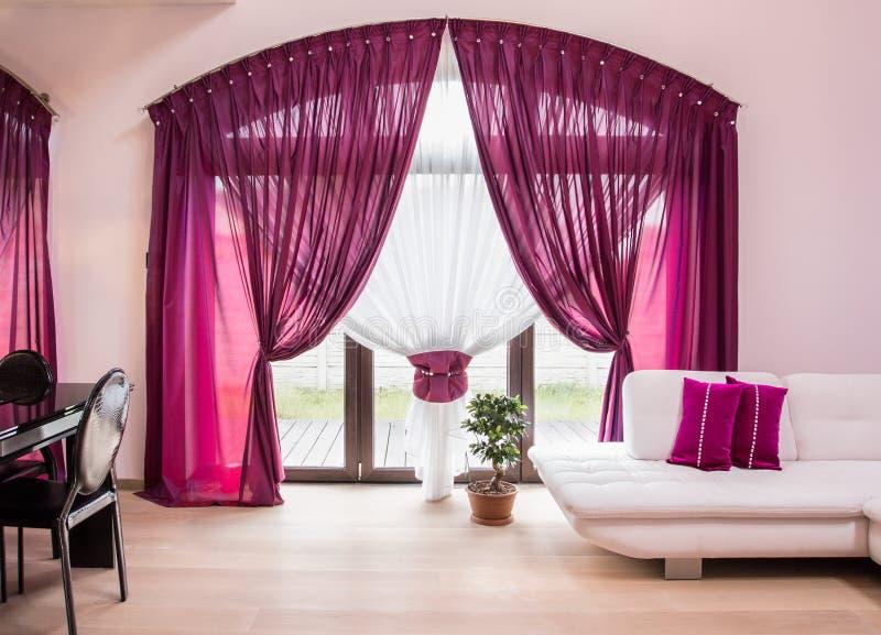 Elegante drapeja e cortina imagens de stock