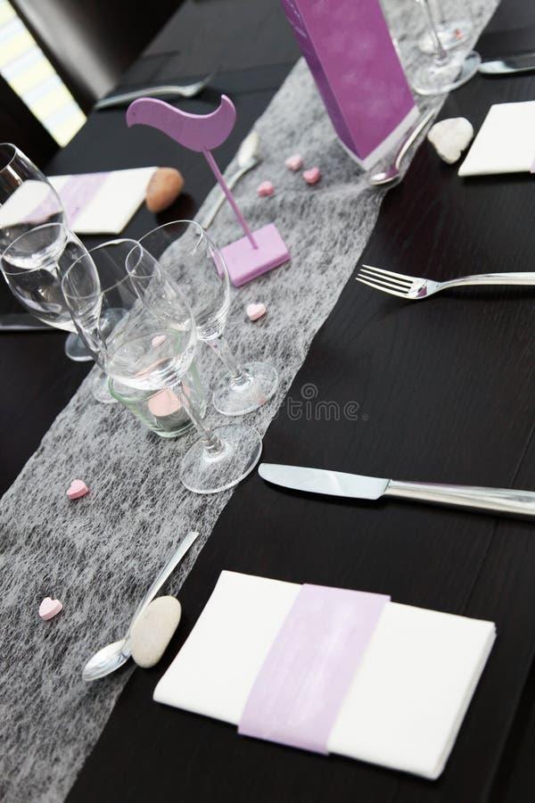 Elegante formale Tabelleneinstellung stockbilder