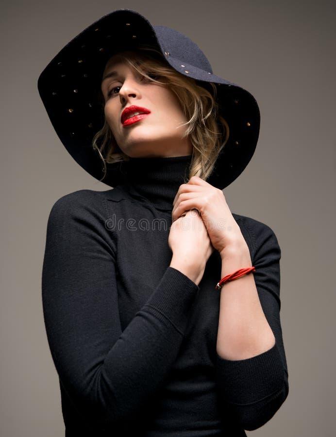 Elegante Frau lizenzfreie stockbilder