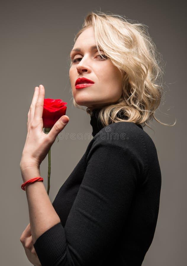 Elegante Frau lizenzfreies stockbild