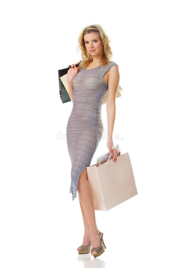 Elegante Frau auf dem Einkaufen lizenzfreie stockfotos