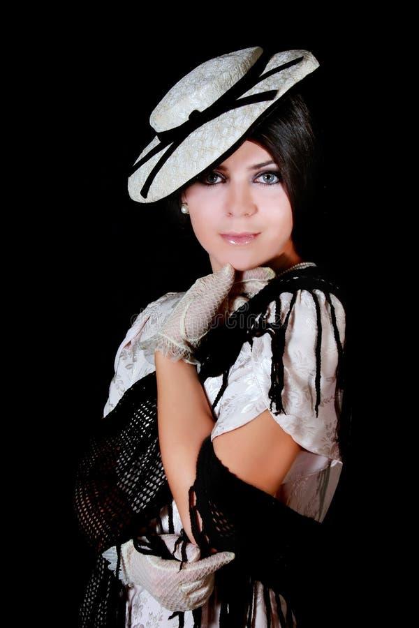 Elegante Frau in der Retro- Art lizenzfreie stockfotografie