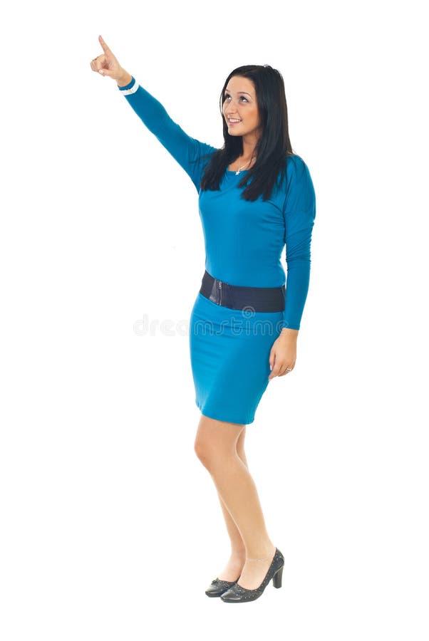 Elegante Frau, die oben zeigt lizenzfreie stockfotos