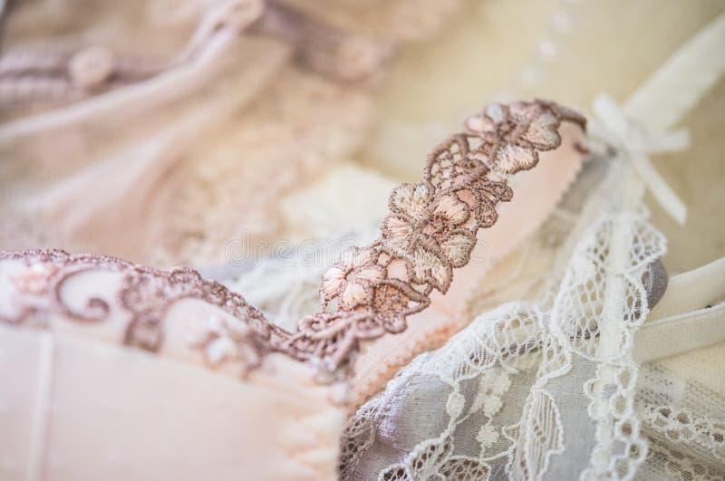 Elegante Frauen ` s Unterwäsche, Spitze bas, Wäschedetails lizenzfreie stockfotos
