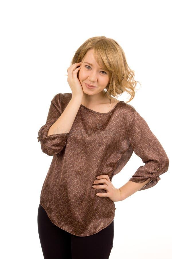 Elegante glimlachende blondevrouw stock fotografie