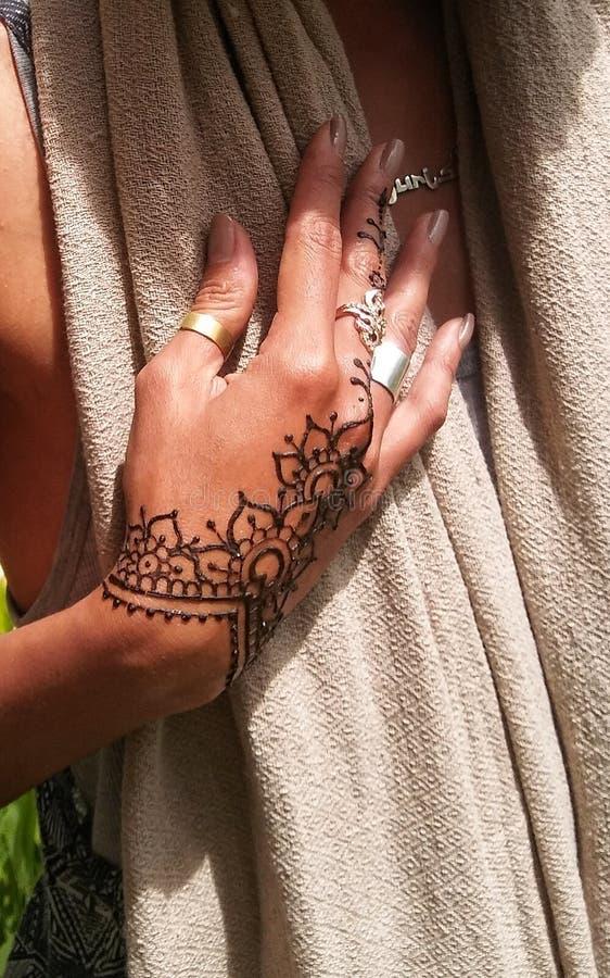 Elegante Henna Hand stock afbeelding