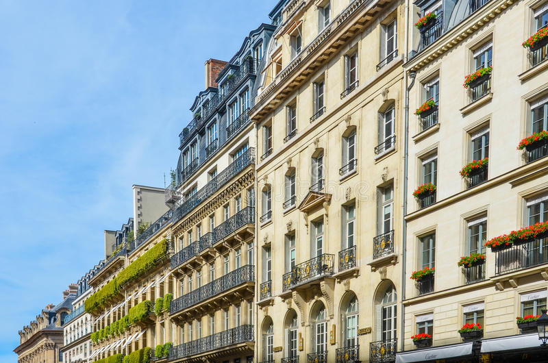 Elegante historische Parijse Flatgebouwen stock foto