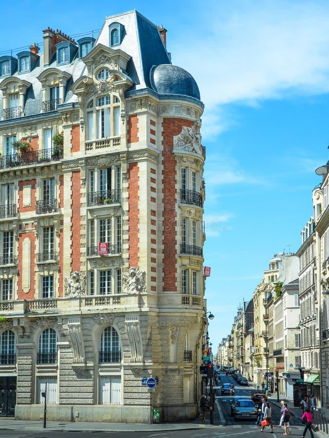 Elegante Historische Parijse Flatgebouwen stock afbeelding