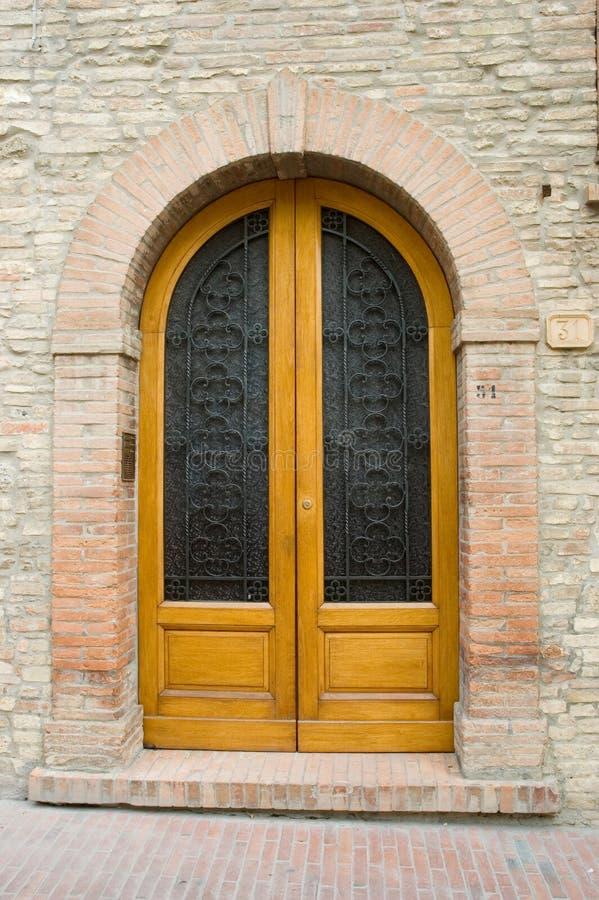 Elegante Italiaanse deur stock foto's