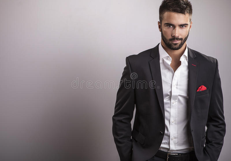 Elegante jonge knappe mens. Het portret van de studiomanier. royalty-vrije stock foto's