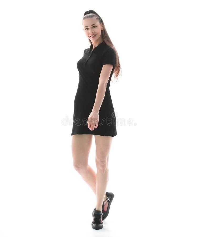 Elegante jonge vrouw die in het kort weinig kleding camera bekijken Geïsoleerdj op witte achtergrond royalty-vrije stock fotografie