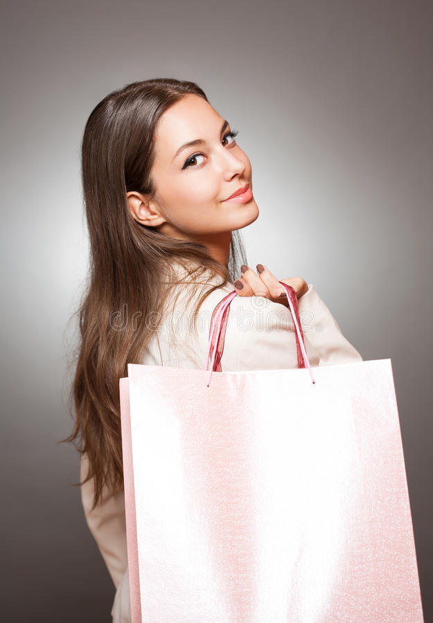 Elegante kühle Einkaufsschönheit. lizenzfreie stockfotografie