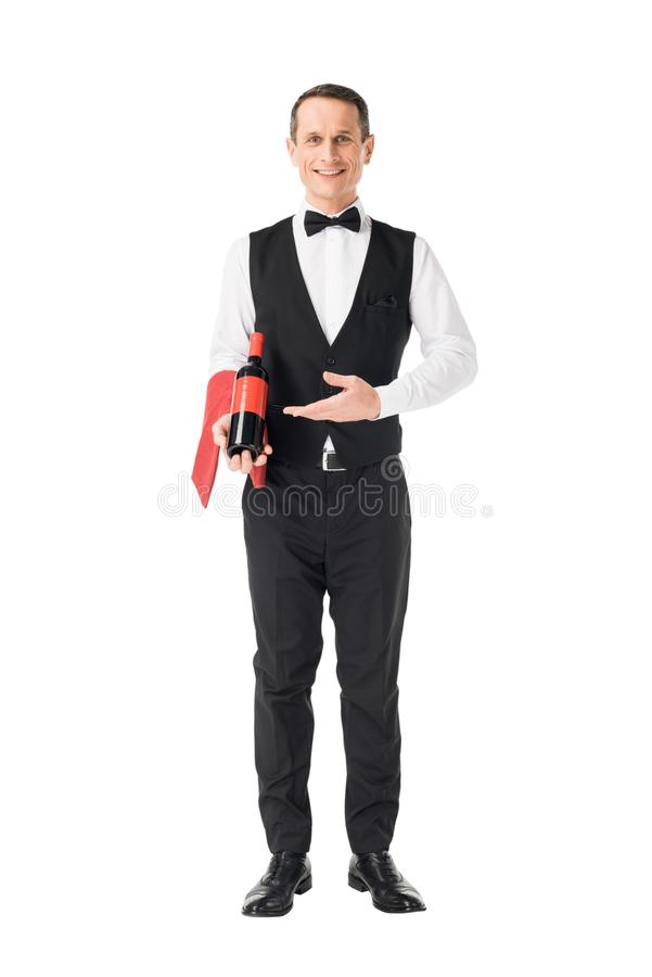 Elegante kelner die fles wijn tonen royalty-vrije stock fotografie