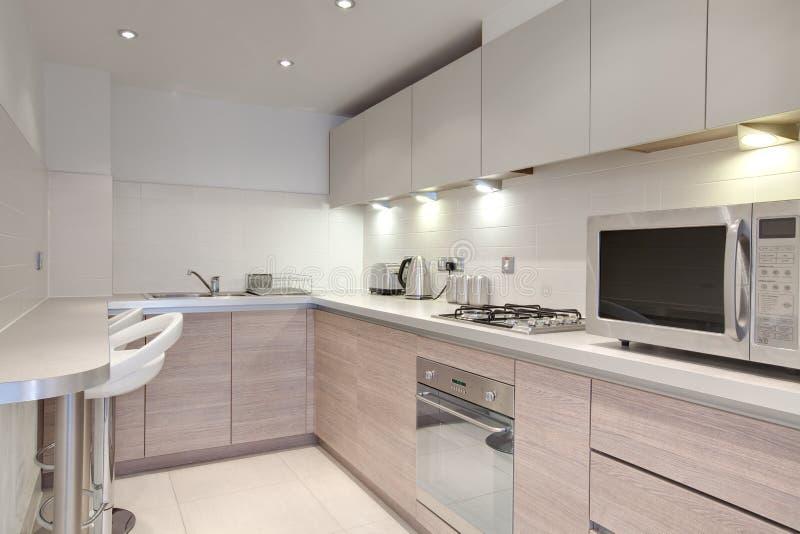 Elegante keuken stock foto afbeelding bestaande uit microgolf 12988444 - Foto eigentijdse keuken ...