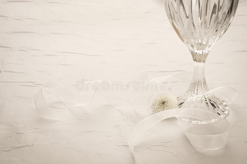 Elegante Lijst die met Crystal Glass plaatsen. Horizontaal met ruimte of ruimte voor exemplaar, tekst, woorden. stock foto's