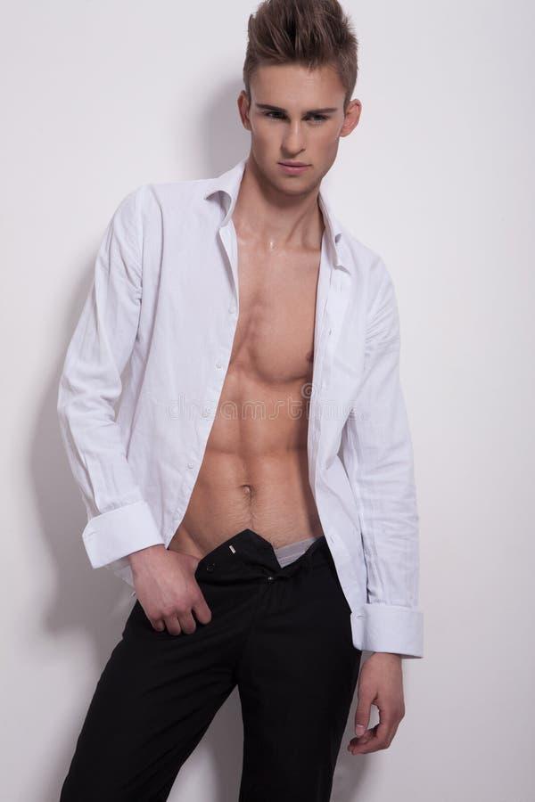 Elegante mens in wit overhemd stock foto