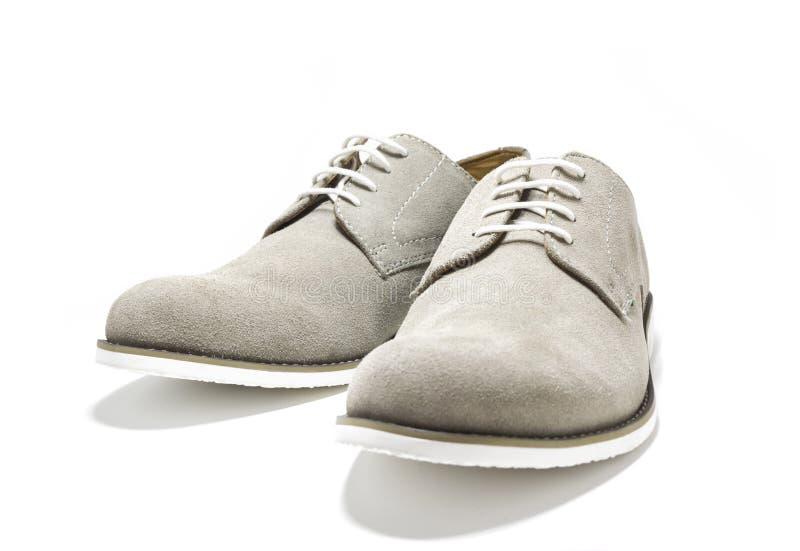 Elegante mensen grijze die schoenen op witte achtergrond worden geïsoleerd stock afbeeldingen