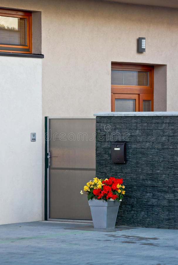 Elegante moderne Europese huisingang royalty-vrije stock foto's